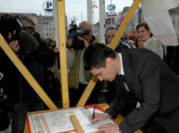 Propala peticija za referendum o NATO-u