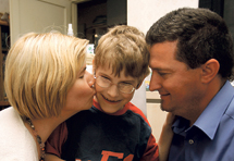 Denis ima 8 godina, najteži oblik paralize, ali redovito ide u školu