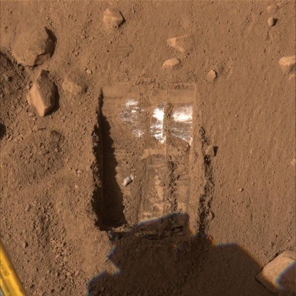 Znanstvenici tvrde kako su na Marsu pronašli led