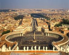 Vatikan: Lažni svećenik uhvaćen dok je ispovijedao!