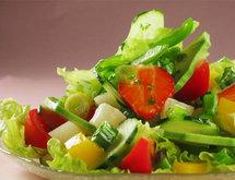 Povrtna salata s voćem