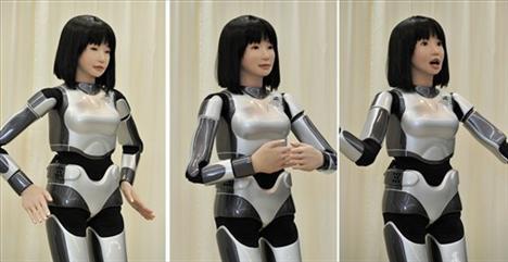 Japan predstavio ženskog robota za modnu reviju