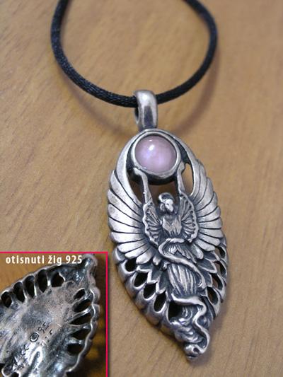 Prekrasni srebreni Anđeoski privjesak sa poludragim kamenom
