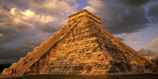VIDEO: Kakva je to zraka svjetlosti iznad piramide?... velika misterija!