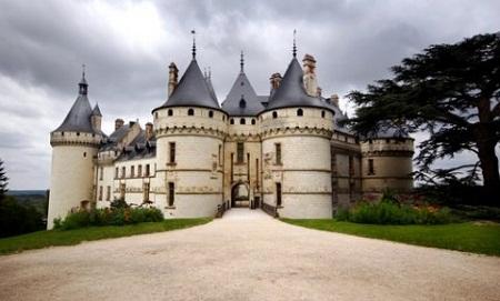 Izabranih 25 dvoraca