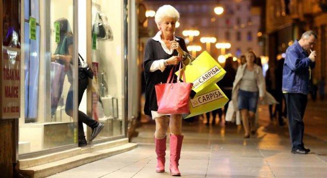 Danas gotovo svi trgovački centri nude popuste u sitne sate