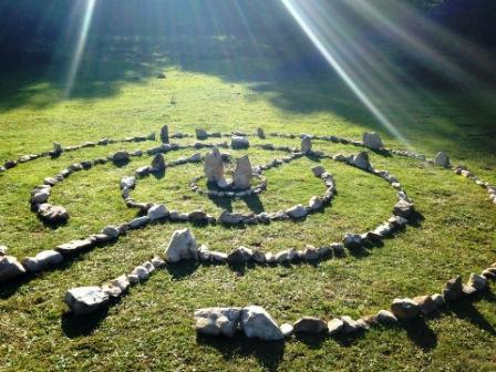 """Labirint """"Vrata svemira"""" pod Perunom"""