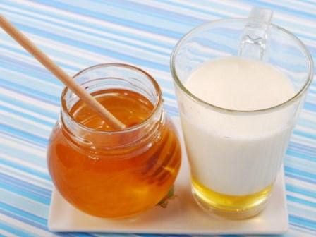 Mleko sa medom – Šest razloga zašto treba piti
