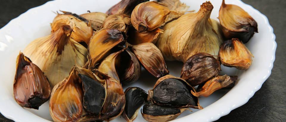 Crni češnjak - delikatesa koja se odlično uklapa u slane i slatke kombinacije