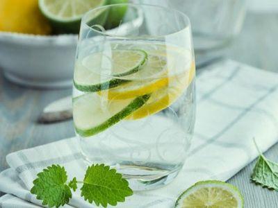 Pila je vodu sa medom i limunom svako jutro godinu dana, rezultati su fenomenalni