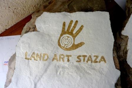 Oslikavanje putokaza za land art stazu