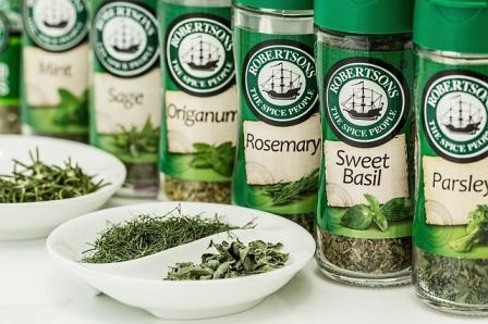 5 blagotvornih začinskih biljaka i 10 odličnih recepta sa njima