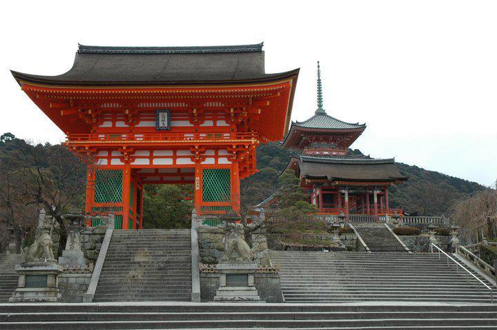 MESTO MOĆI KIYOMIZU-DERA, KYOTO, JAPAN