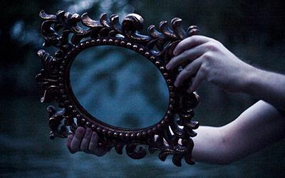 Čovjek u ogledalu