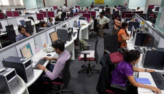 Kancelarija krcata kompjuterima-kako se zaštititi?
