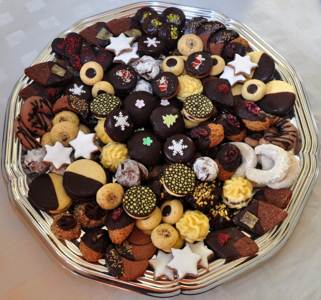 Šareni kolačići za blagdanski stol