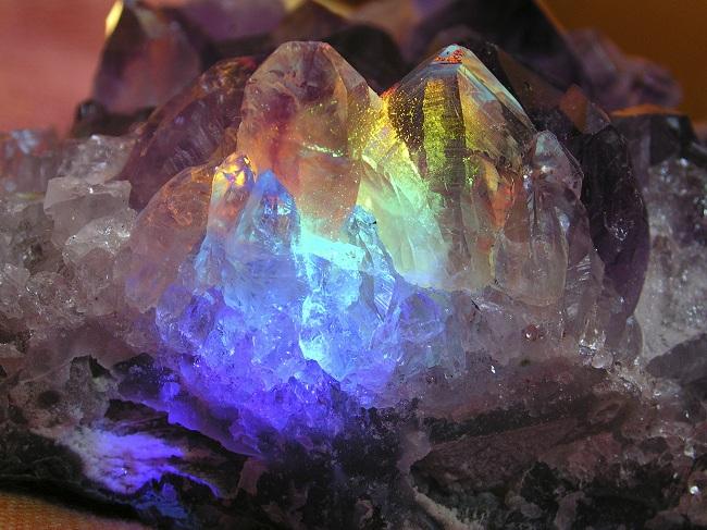Iscjeliteljske vibracije kristala