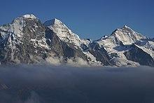 Pred kolibom u Bernskim Alpama