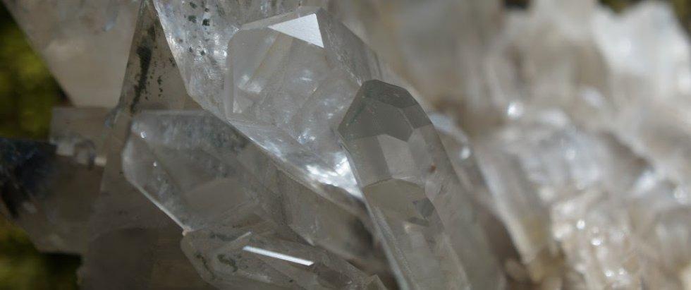 Kristalno kraljevstvo - tretmani kristalima i besplatno predavanje