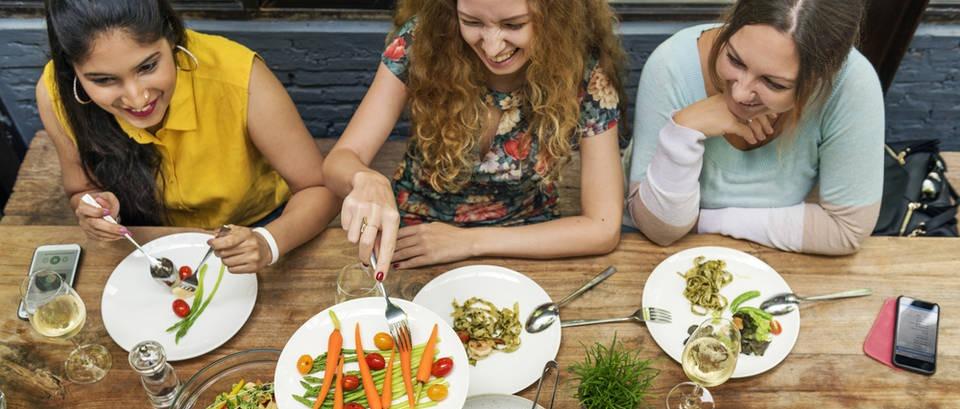 15 načina da unesete 500 kalorija manje pri svakom obroku