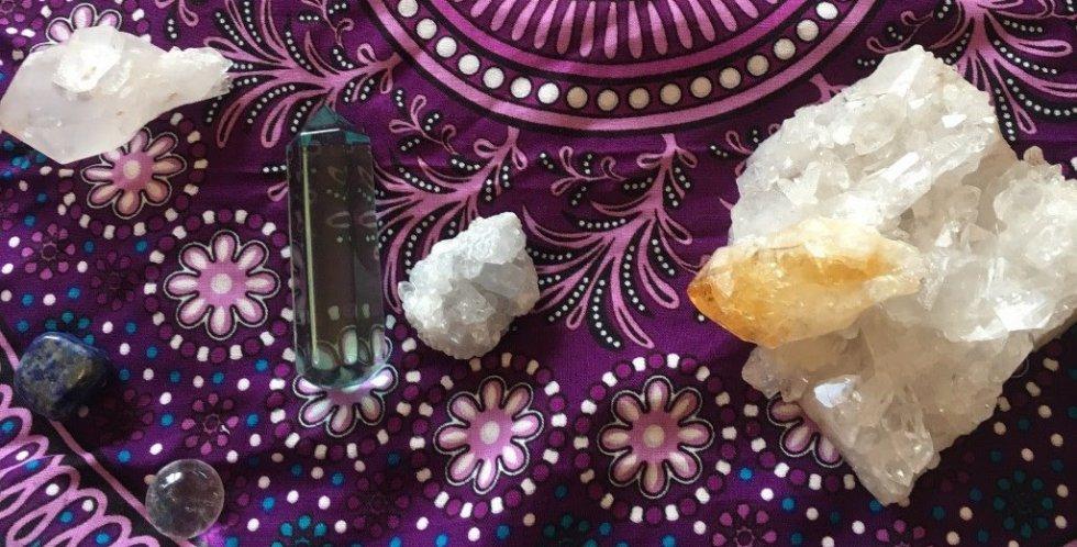 Početni seminar Kristalnog kraljevstva i individualni tretmani s kristalima