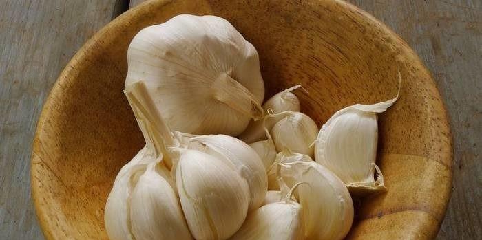 IPAK IMA NAČINA! Evo kako se jednostavno riješiti zadaha od češnjaka