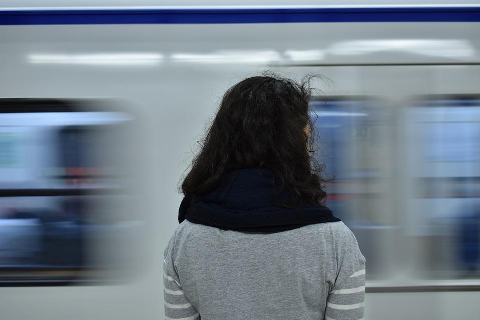 Besplatno tumačenje snova - fanda (Stojim na peronu i vlak dolazi...)