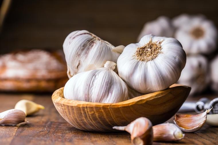 Šta sve leči 1 čen belog luka: Svi narodni recepti za potpuni oporavak tela!