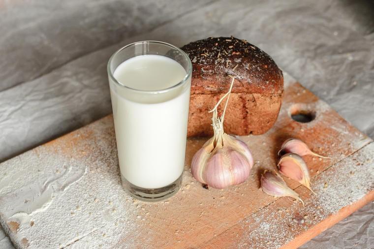 Beli luk i mleko: Lek koji se daje onima koje volite! (RECEPT)