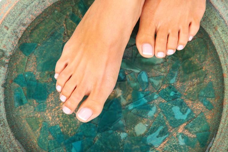 Čuvena japanska tehnika: Potopite stopala u ovu kupku i očistitite celo telo od svih otrova!