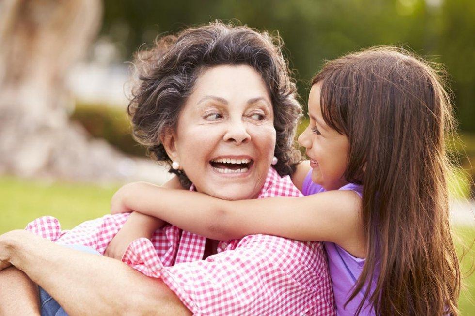 Otkriće naučnika: Većinu gena nasleđujemo od nje, a ne od mame i tate!