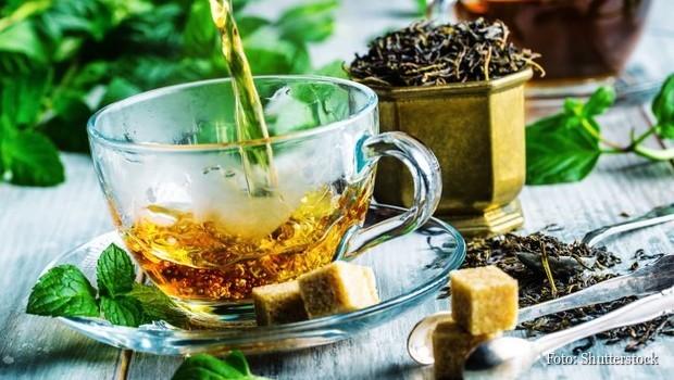 5 čajeva koji uništavaju bolest u korenu: čiste krv, regenerišu ćelije i izbacuju teške metale iz tela (RECEPT)