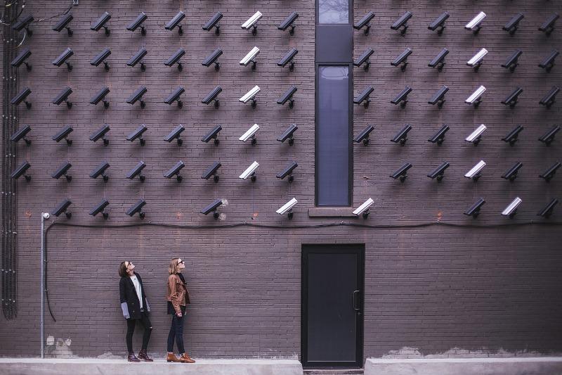 Da li sigurnost i privatnost idu zajedno: prednosti i nedostaci sigurnosnih kamera