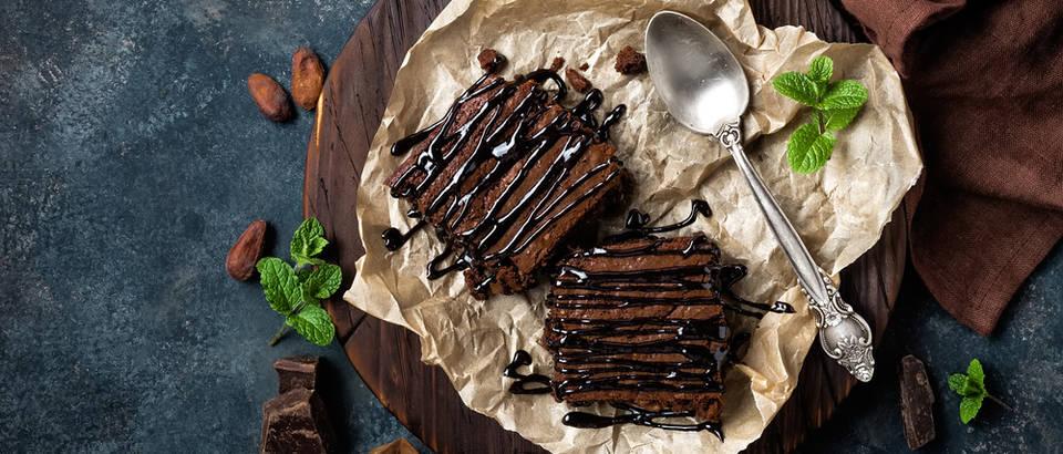 Čokoladni kolač bez brašna, ulja i mlijeka! Priprema se u blenderu i uljepšat će vam vikend