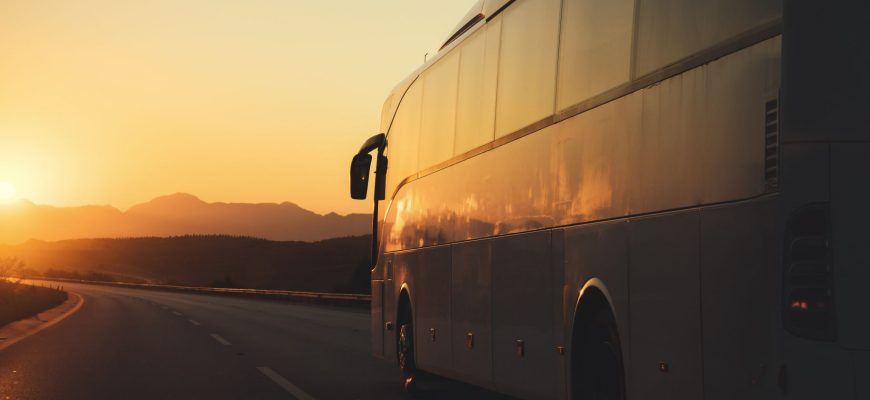 Besplatno tumačenje snova - zlatan (put, putovanje, putnici, autobus, vozač, jakna, novčanik)