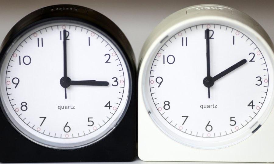 SPAVAMO JEDAN SAT DULJE - Noćas u tri sata kazaljke se pomiču unazad, završava ljetno računanje vremena