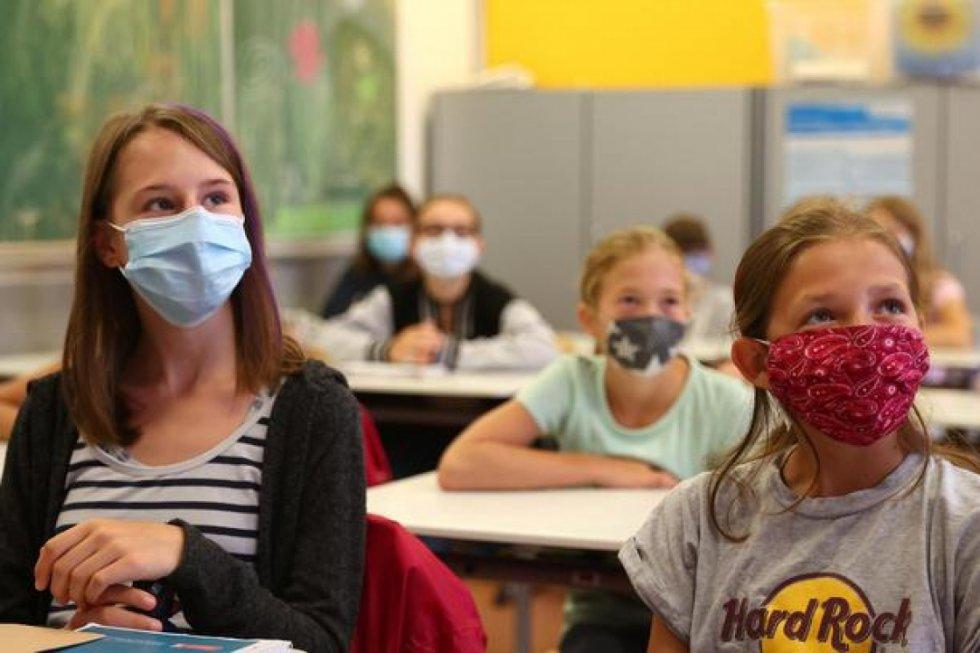 Povijesna presuda u Njemačkoj: Škole bez maski, nema socijalne distance, nema više testova za studente!