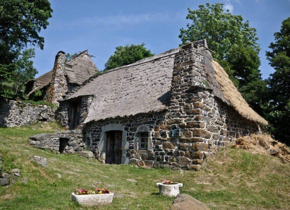 Besplatno tumačenje snova - Turmalino (kamene kuće, zaustavljeno vrijeme, čišćenje)