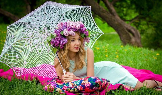 vrtlarica se odmara čitajući...  suncobran, kišobran -  kaplje znoja