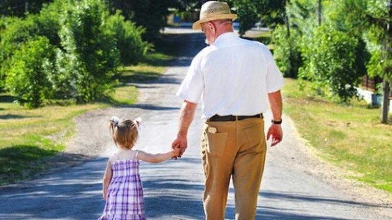 Papa Franjo ustanovio Svjetski dan djedova, baka i starijih osoba