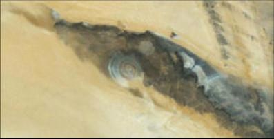 Oko Sahare je zmijsko oko, na jednoj od zmija na Meduzinoj glavi