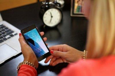 Plavo svjetlo s ekrana mobitela je opasnije nego se mislilo. Izaziva sljepoću i neke oblike raka