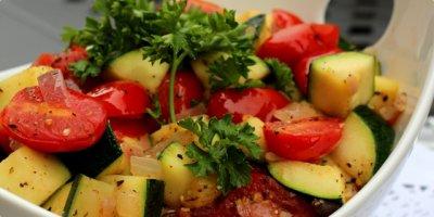 Vegetarijanska kuhinja - Tikvice s rajčicom